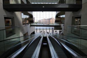 Den Sorte Diamant, architecture escalators atrium intérieur de la Bibliothèque royale de Copenhague, Danemark (Black Diamond Copenhagen)