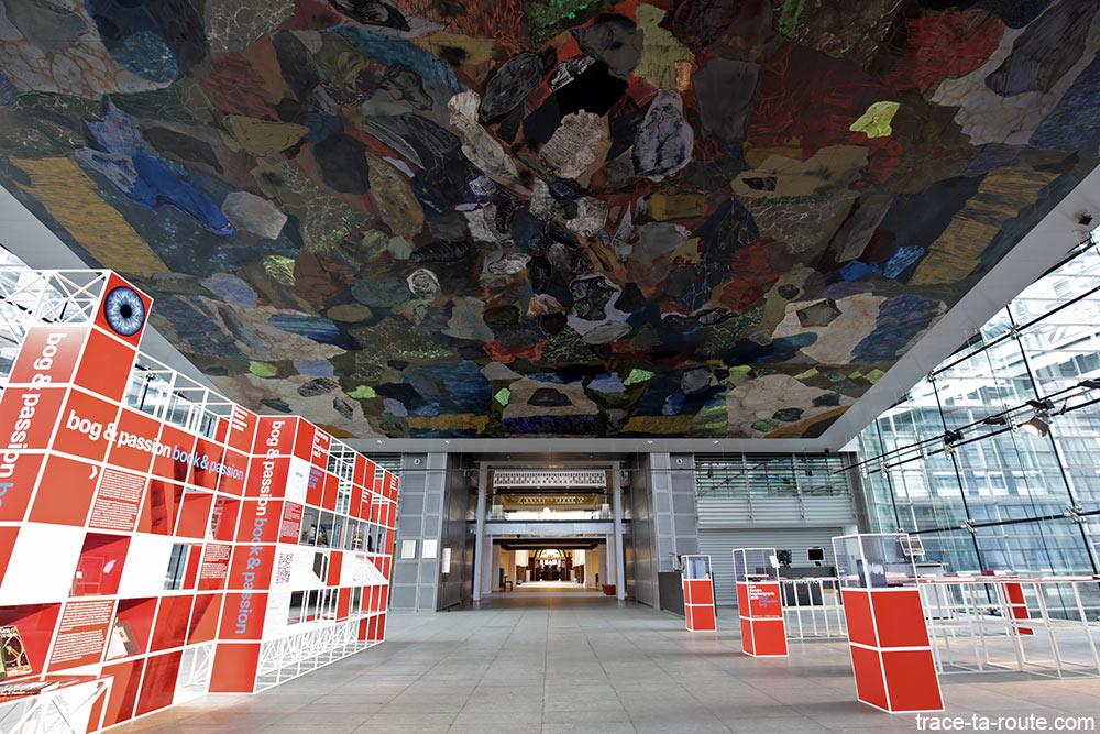 Den Sorte Diamant, peinture fresque plafond de Per Kirkeby intérieur passerelle de la Bibliothèque royale de Copenhague, Danemark (Black Diamond Copenhagen)