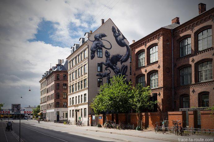 Fresque Street Art de Roa sur la façade d'un immeuble de Gasværksvej Copenhague, Danemark