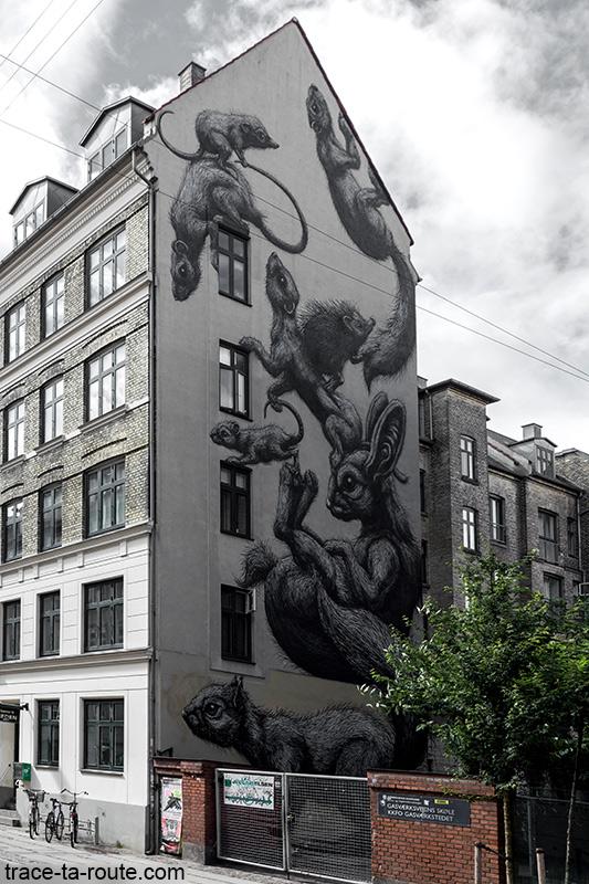 Rats Fresque Street Art de Roa sur la façade d'un immeuble de Copenhague, Danemark