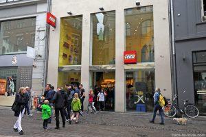 Magasin Lego sur la rue commerçante Strøget à Copenhague, Danemark