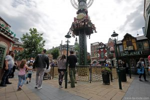 Attraction aux Jardins de Tivoli Gardens - Copenhague, Danemark