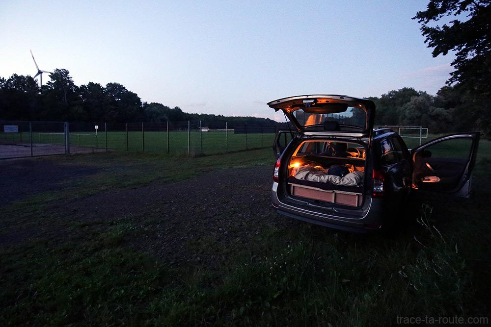 Dacia Logan MCV aménagé pour dormir - Road Trip Allemagne du Nord