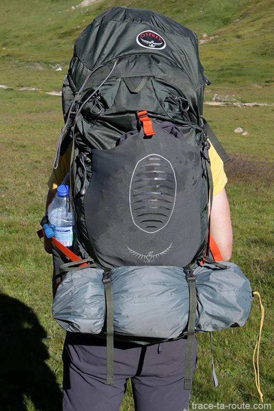 Sac à dos Osprey Atmos AG 65 avec la tente Ghost 2 UL Mountain Hardwear lors du tour du Mont Thabor