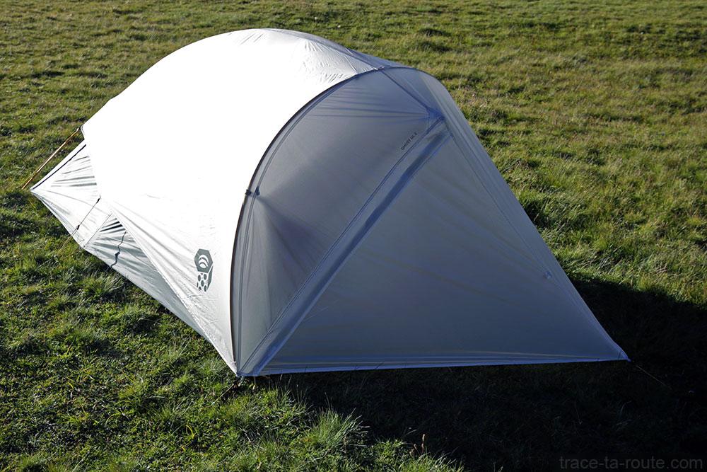 Tente Ghost 2 UL Mountain Hardwear - toile extérieure porte fermée