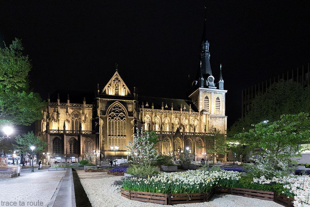 Cathédrale Saint-Paul de Liège, place de la Cathédrale de nuit
