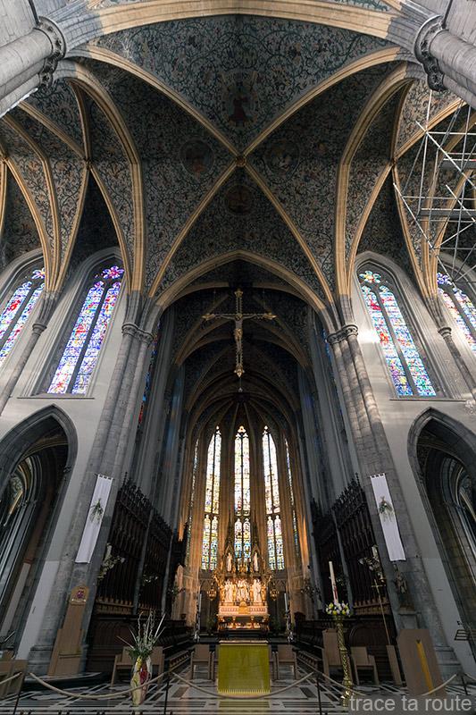 Choeur, maitre-autel et Plafond du transept de la Cathédrale Saint-Paul de Liège, intérieur