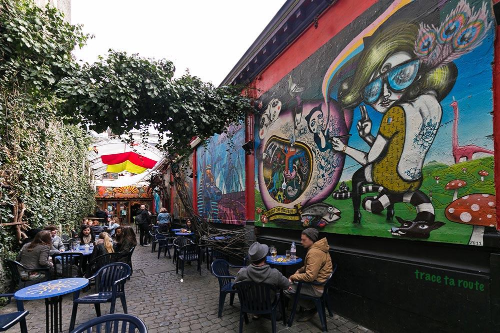 Peintures fresques Terrasse extérieure du Bar Le Pot au lait à Liège
