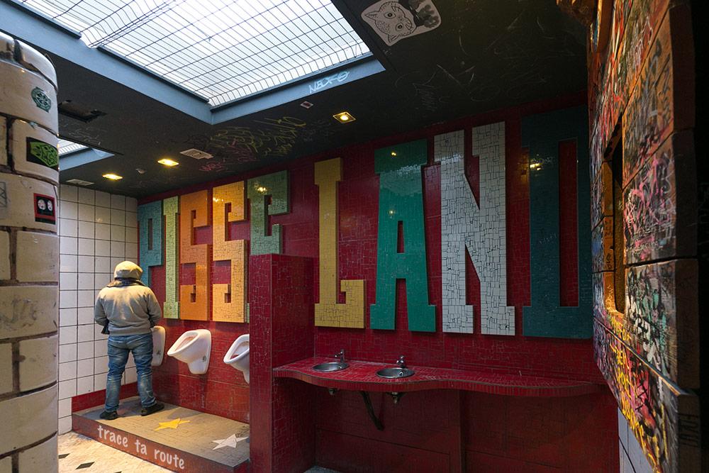Bar Le Pot au lait à Liège - décoration toilettes, intérieur