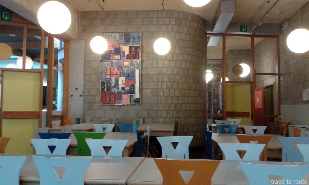 Salle à manger Auberge de jeunesse Georges Simenon à Liège