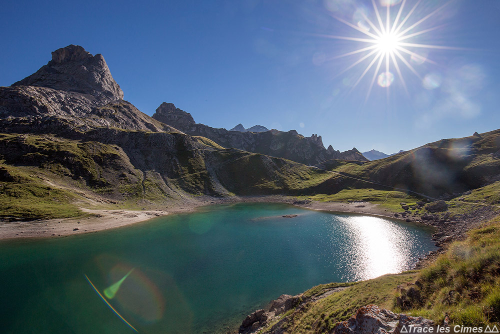 Lac du Grand Ban et Pointe de la Fourche au Col des Rochilles sur le Tour du Mont Thabor
