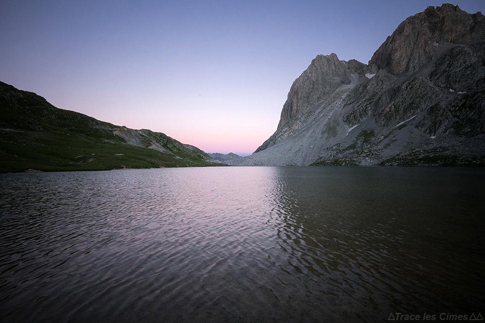 Crépuscule au Lac du Rond et Pointe des Banchets sur le Tour du Mont Thabor