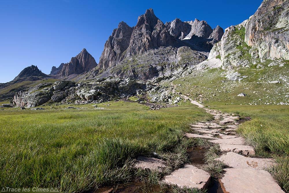 Pointe des Banchets et Pointe du Riou Blanc depuis la source de la Clarée - Tour du Mont Thabor