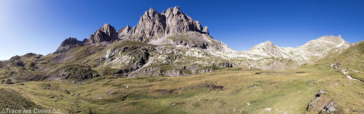 Panorama Roche de Crépin, Pointe des Cerces, Pointe du Riou Blanc, Pointe des Banchets et Pointe de Rochachille depuis la Clarée - Tour du Mont Thabor