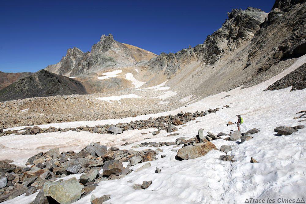 Neige sous le pierrier du Roc de Valmeinier, Mont Thabor et Pic du Thabor - Tour du Mont Thabor