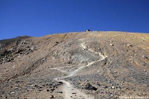 Sentier randonnée montée à la Chapelle du Mont Thabor - Trek Tour du Mont Thabor