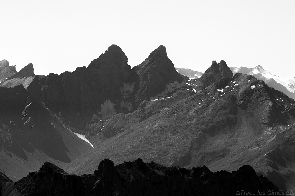 Les Aiguilles d'Arves, vues depuis le sommet du Mont Thabor
