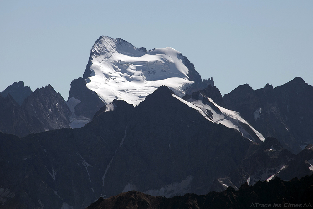 Sommet de la Barre des Écrins, vu depuis le sommet du Mont Thabor