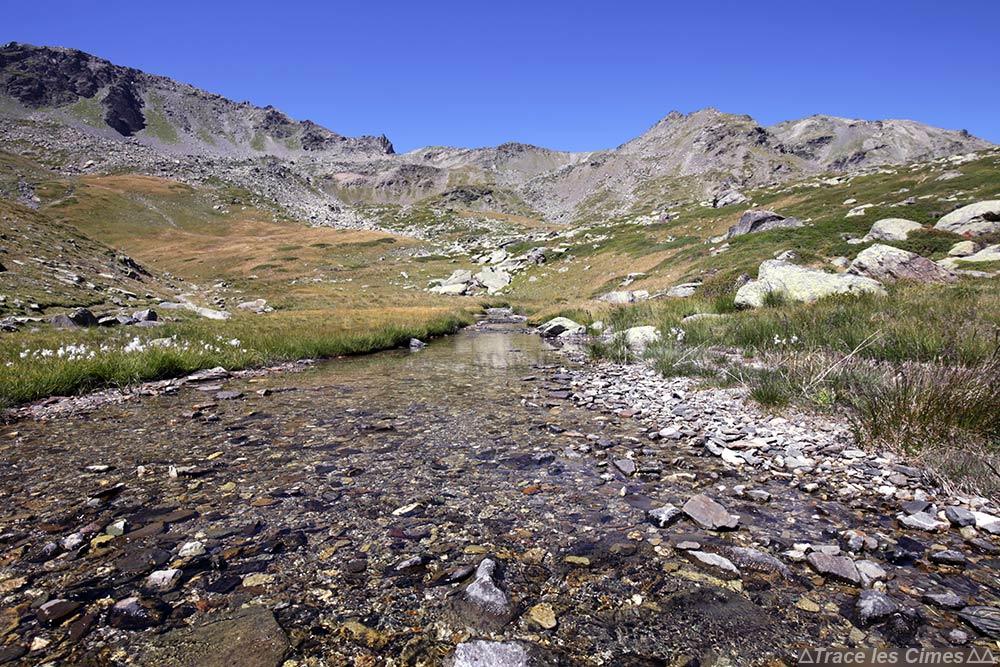 Ruisseau - Randonnée Col des Marches sur le trek du Tour du Mont Thabor