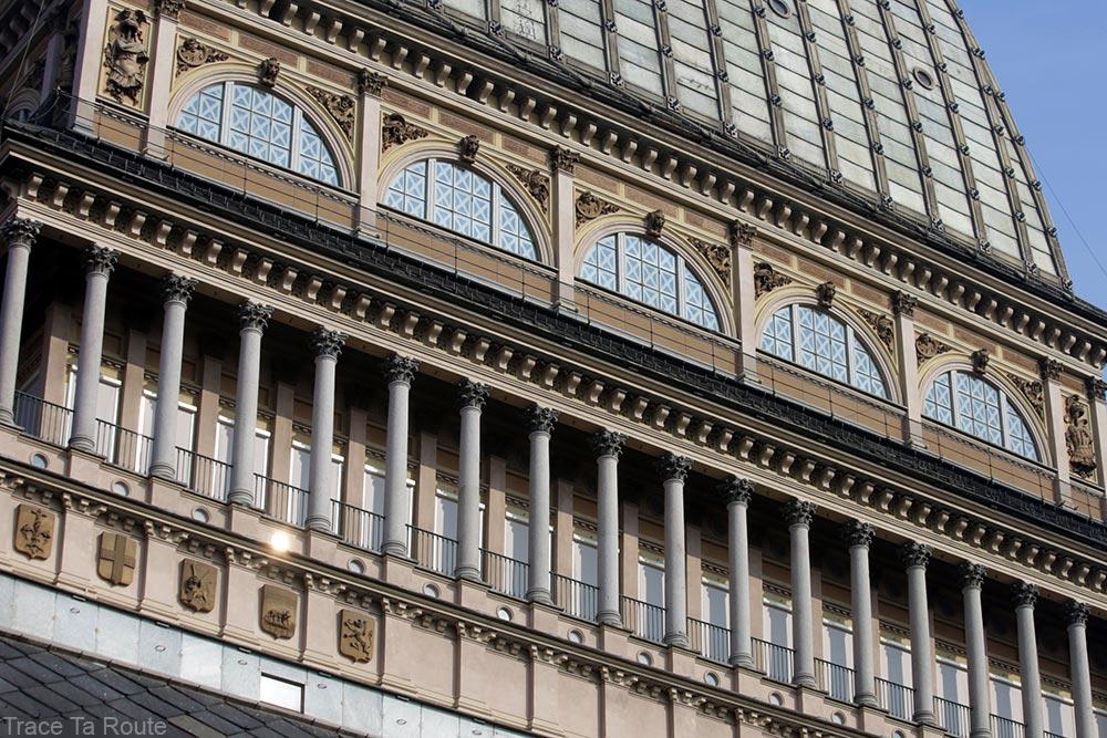Architecture colonnes vitres extérieur Mole Antonelliana Musée du Cinéma de Turin - Museo Nazionale del Cinema Torino