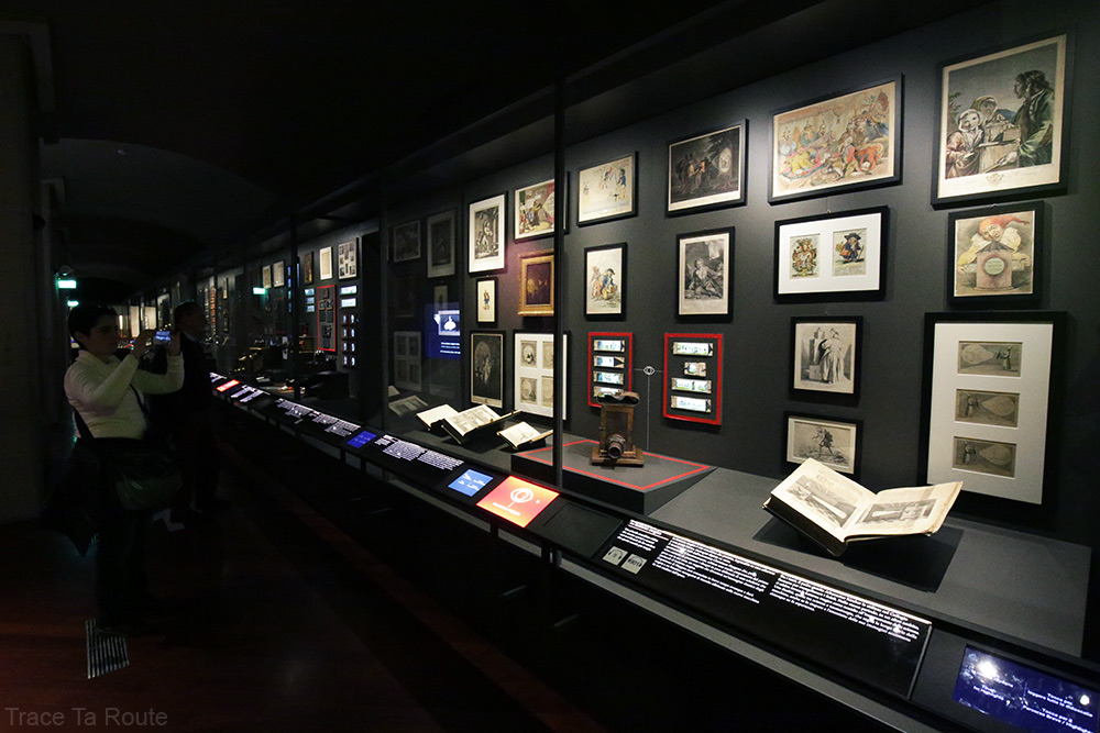 Musée du Cinéma de Turin - lanternes magiques salle Archéologie Histoire du Cinéma - Mole Antonelliana Museo Nazionale del Cinema Torino