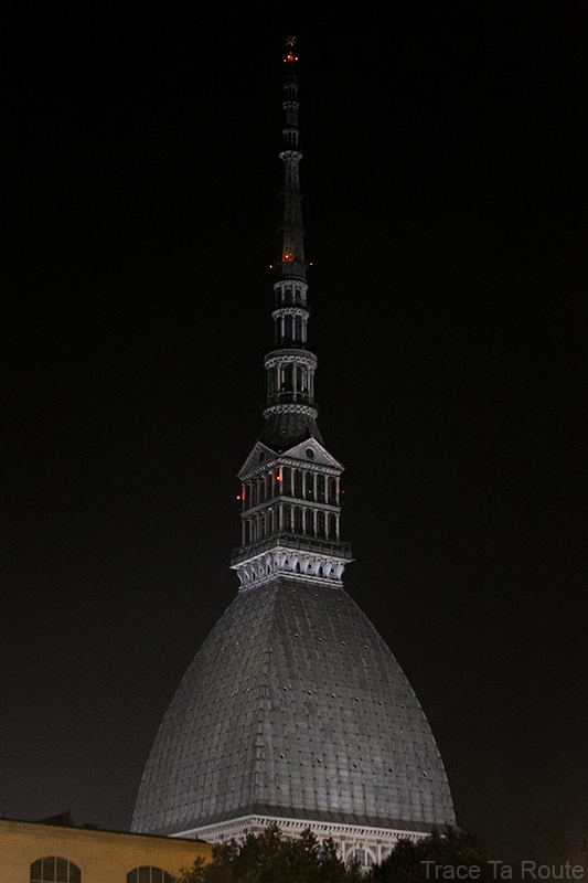 Coupole et flèche Mole Antonelliana Musée du Cinéma de Turin de nuit - Museo Nazionale del Cinema Torino