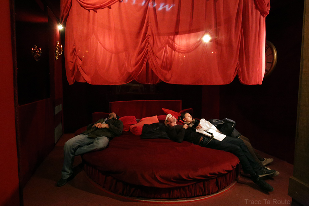 Intérieur Musée du Cinéma de Turin Mole Antonelliana Museo Nazionale del Cinema Torino - salle lit rouge