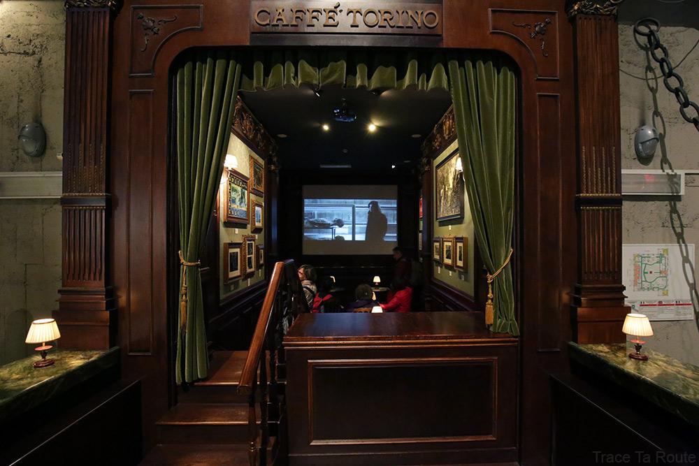 Intérieur Musée du Cinéma de Turin Mole Antonelliana Museo Nazionale del Cinema Torino - salle café torino saloon