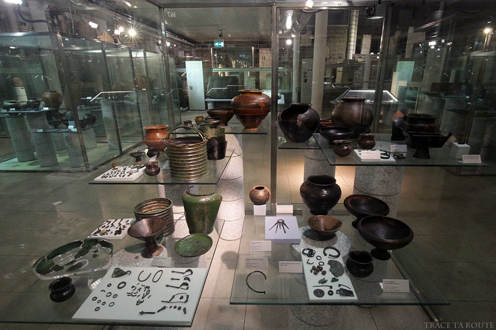 Salle vitrines Poterie Musée Archéologique Turin - Museo Archeologico Palazzo Reale Torino
