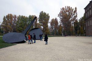 "Jardins Palais Royal de Turin et la sculpture ""Continuità"" (2016) de Carlo Ramous au Giardini Palazzo Reale Torino - Arte alle Corti"