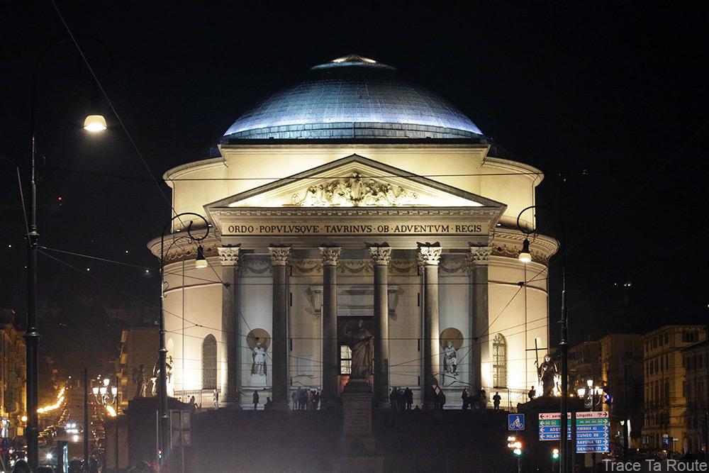 Église Chiesa della Gran Madre de Dio à Turin de nuit
