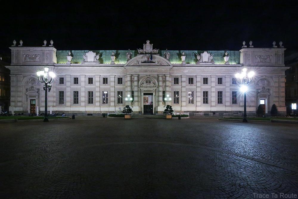 Biblioteca Nazionale Universitaria de Turin, Piazza Carlo Alberto de nuit