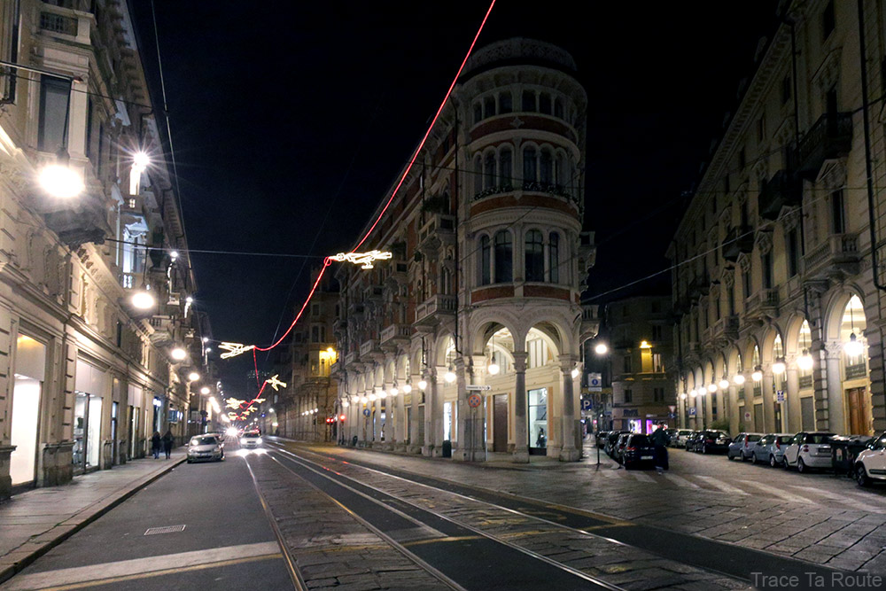 Via Pietro Micca et Via Giuseppe Barbaroux à Turin - Volo su... (Francesco CASORATI) - Luci d'artista Torino