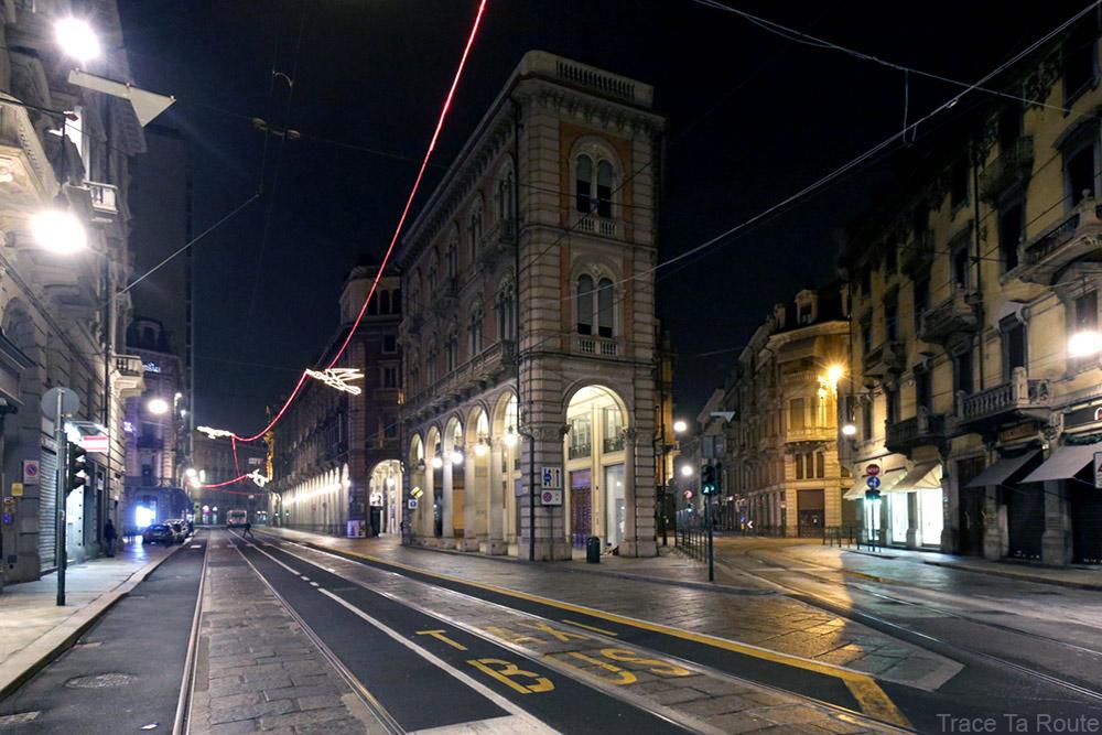 Via Pietro Micca et Via Antonio Bertola de Turin - Volo su... (Francesco CASORATI) - Luci d'artista Torino