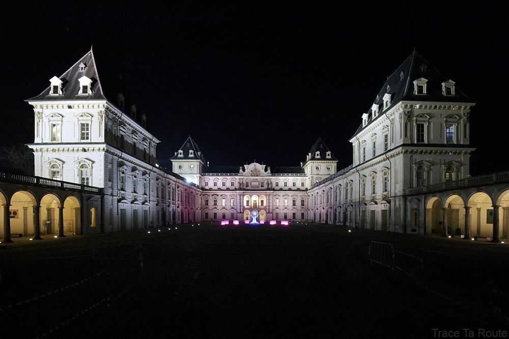 Castello del Valentino dans le Parc du Valentin de Turin, la nuit