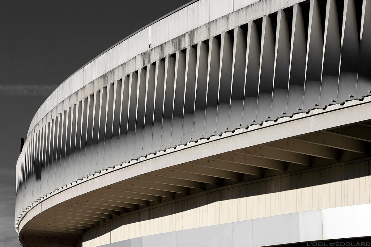 Architecture - Façade extérieure du parking des Galeries Lafayette d'Annecy © L'Oeil d'Édouard