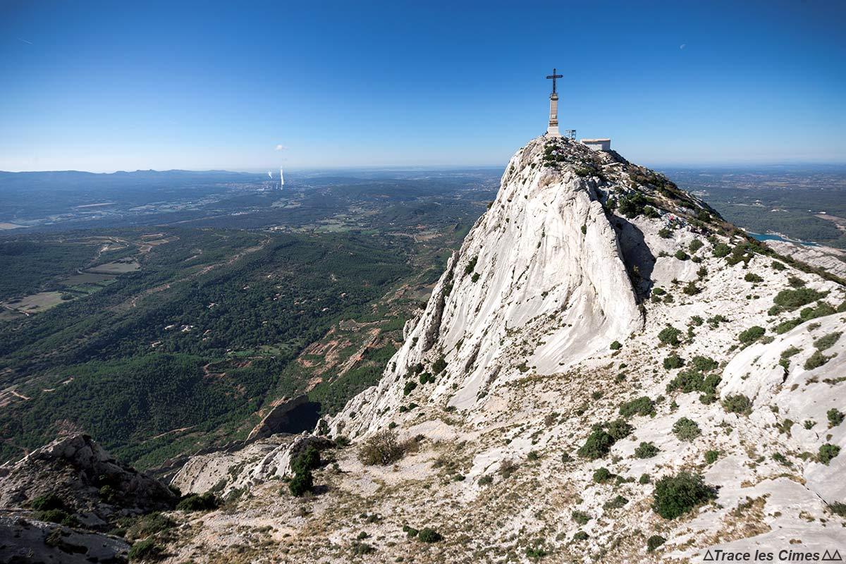 La Croix de Provence au sommet de la Montagne Sainte-Victoire