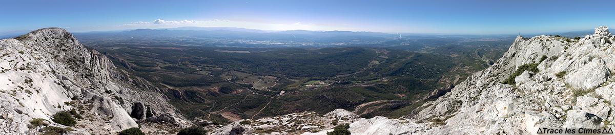Vue Sud au sommet Le Signal, sur la Montagne Sainte-Victoire