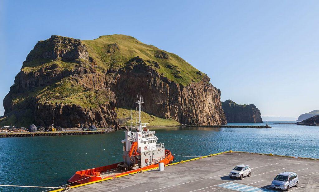Port de Heimaey dans l'archipel des Îles Vestmann (Vestmannaeyjar Suðurland) en Islande © Diego Delso