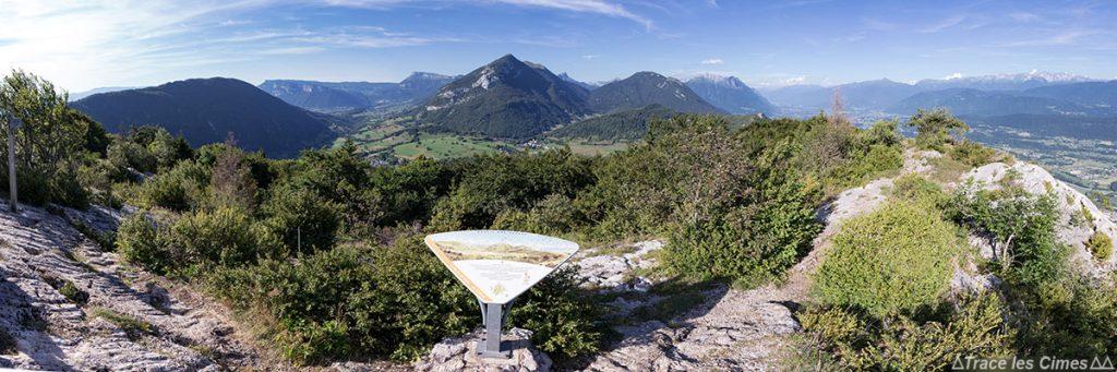 Le Rocher du Guet au-dessus de La Thuile avec vue panoramique sur le Massif des Bauges et le Mont Blanc