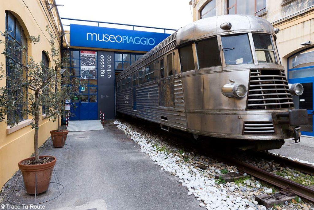 Museo Piaggio Pontedera (Pisa, Valdera, Toscana, Italie) Train à l'entrée du Musée Piaggio à Pontedera
