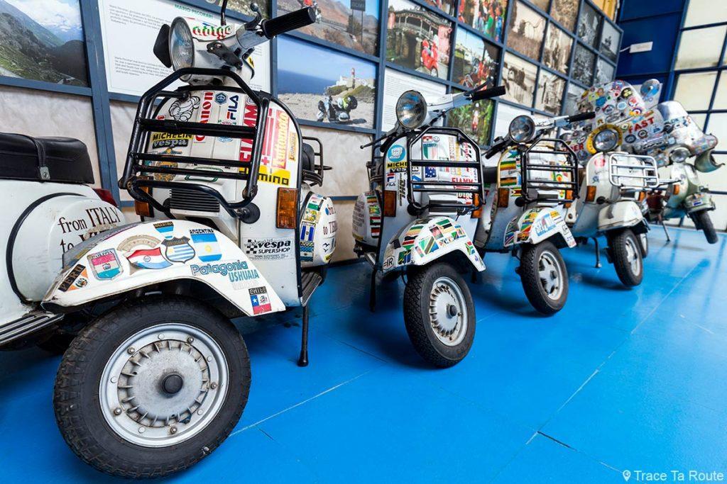 Museo Piaggio Pontedera (Pisa, Valdera, Toscana, Italie) Vespa road trip tour du monde à l'entrée du Musée Piaggio à Pontedera