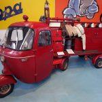 Tricycle Ape pompier Lucca penato autopompa - Museo Piaggio Pontedera (Pisa, Valdera, Toscana, Italie) Musée Piaggio à Pontedera