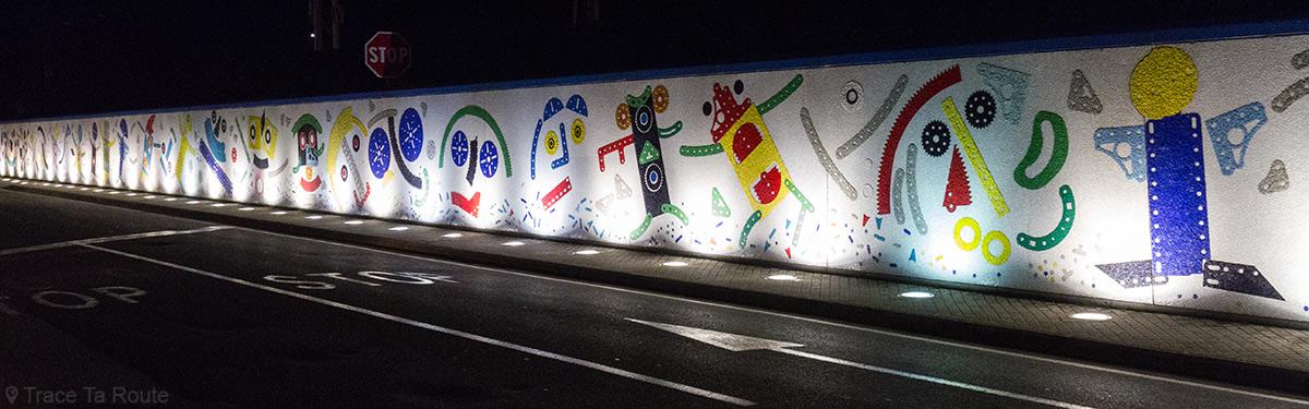 Fresque en mosaïque sur le Viale Risorgimento de Pontedera (Valdera, Toscane, Italie) Artiste BAJ