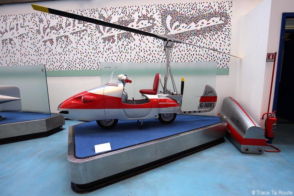 "Vespa Alpha hélicoptère ""Dick Smart agent 2007"" - Museo Piaggio Pontedera (Pisa, Valdera, Toscana, Italie) Musée Piaggio à Pontedera"