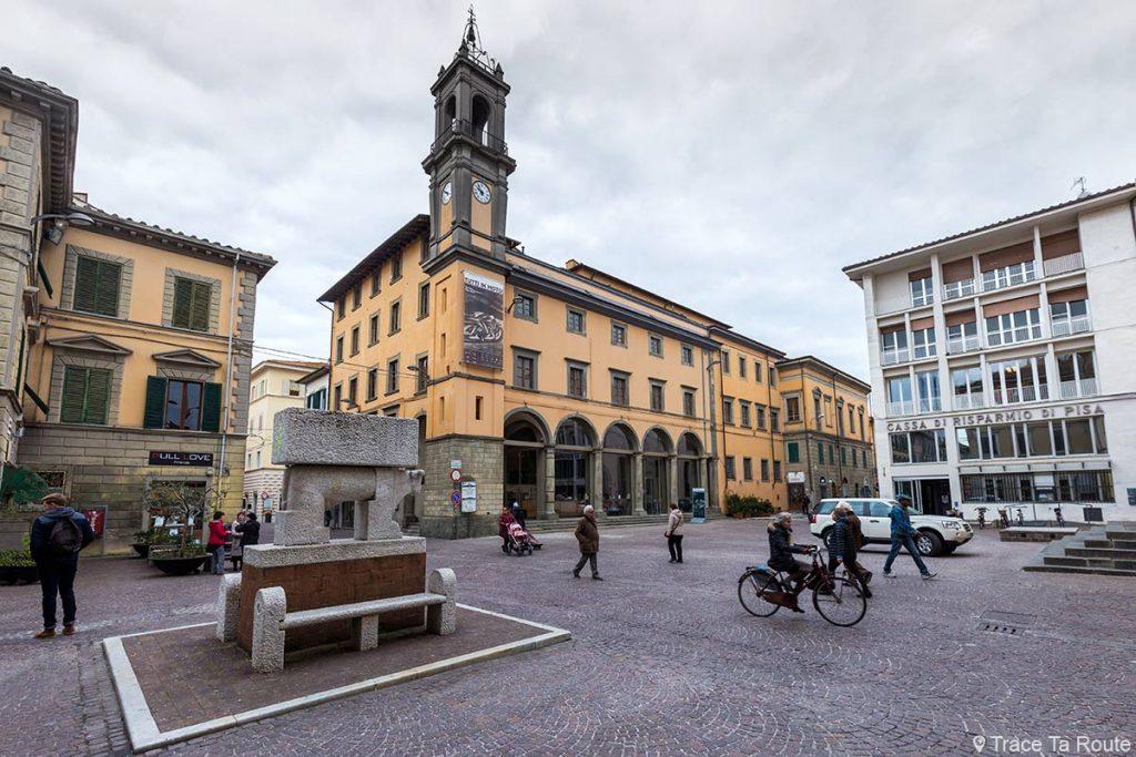 Piazza Curtatone e Montanara de Pontedera et Palazzo Pretorio (Valdera, Toscane, Italie)