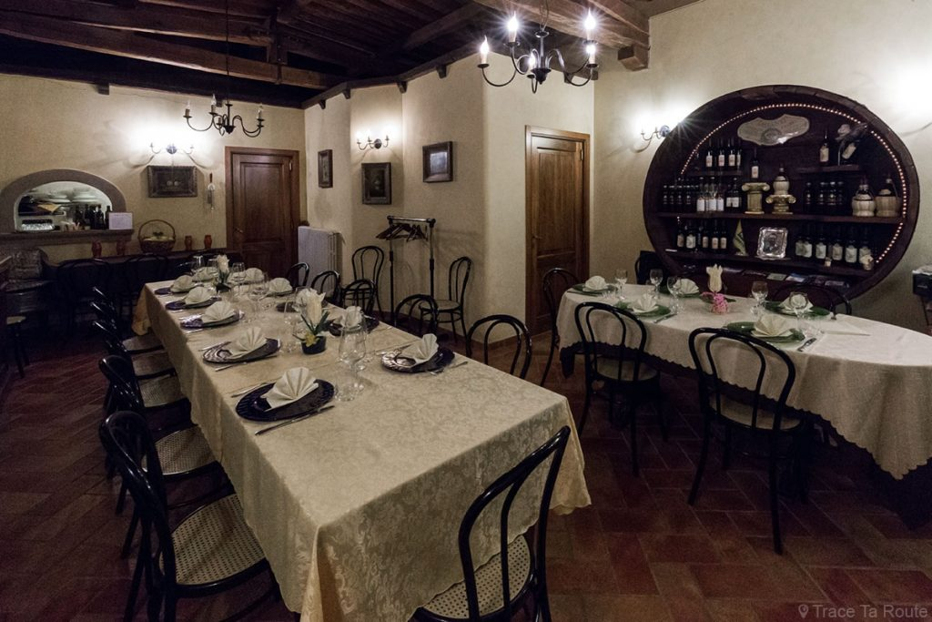 Tables salle Restaurant Zeiro Azienda Agricola, Capannoli (Valdera, Toscane, Italie)