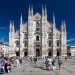 Façade NéoGothique de la Cathédrale Duomo de Milan sur la Piazza del Duomo Milano © L'Oeil d'Édouard