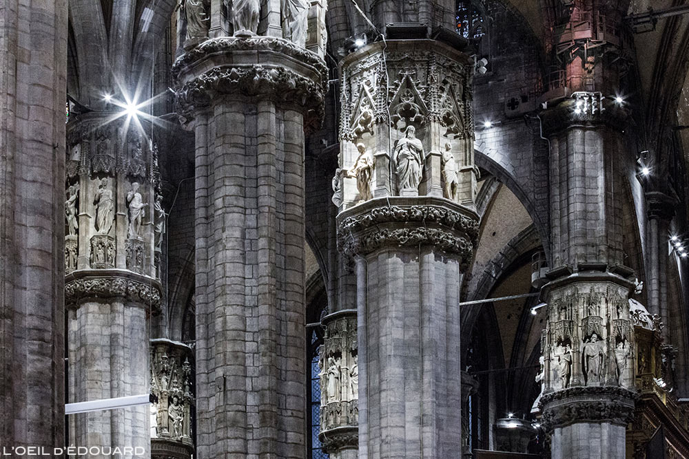Cathédrale du Duomo de Milan - Colonnes sculptées statuettes Duomo di Milano © L'Oeil d'Édouard