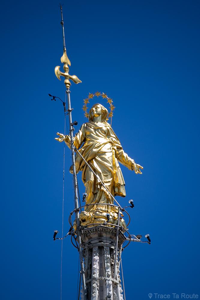 Sculpture dorée Statue de la Sainte Vierge au sommet de la flèche de la Cathédrale de Milan - La Madonnina Duomo di Milan